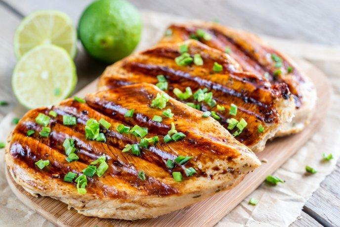 plato de pollo saludable